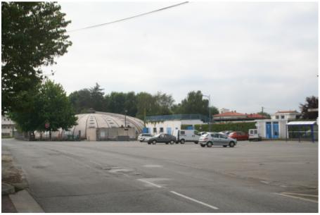 Photographie : parking du stade et de la piscine