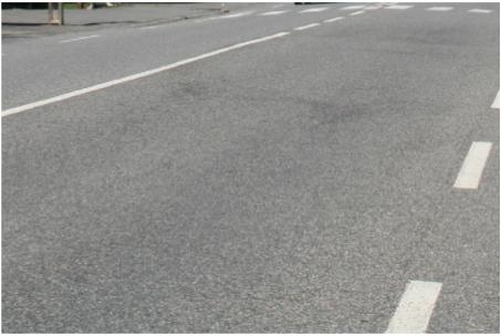 photographie : revêtement routier usé