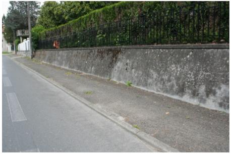 photographie : trottoir vétuste et non sécurisé